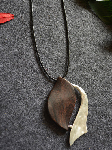 Simple Leaf Pattern Necklace