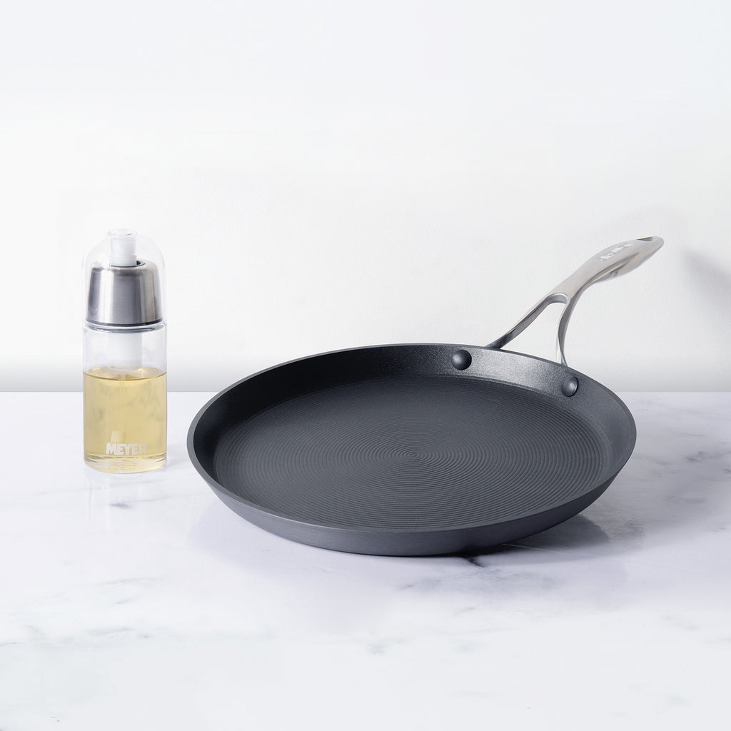 Circulon 2 Piece Set - Circulon Non-Stick + Hard Anodized Flat Dosa Tawa (28 cm) + Oil Sprayer (170 ml) - Pots and Pans