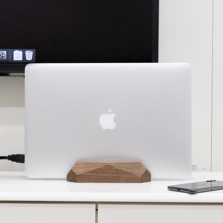 MacBook vertical stand dock setup - vertical stand