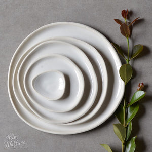 KIM WALLACE CLASSIC PEBBLE PLATE - WHITE