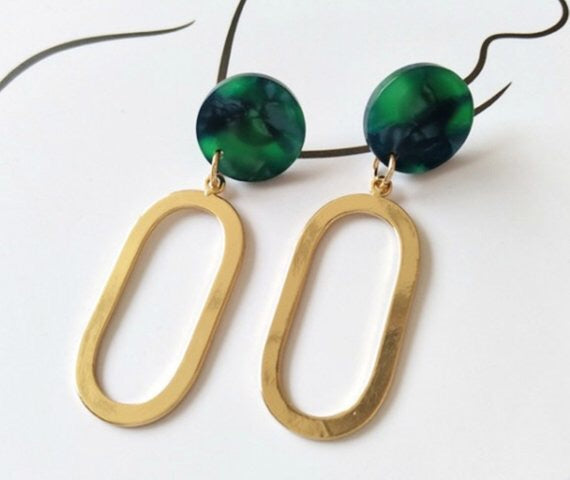 GOLD STATEMENT DROP WITH GREEN DROP