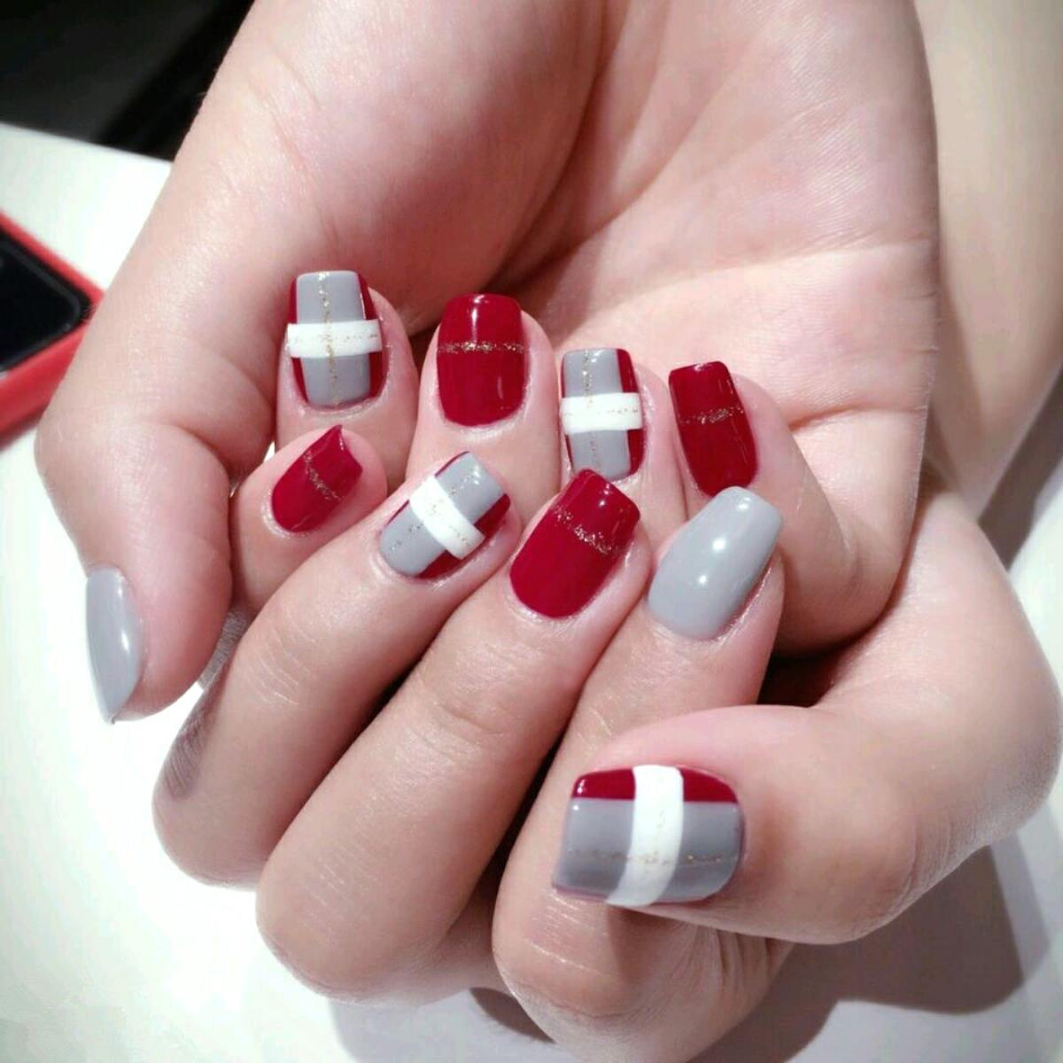Red And White Fake Nails – Globe Panda