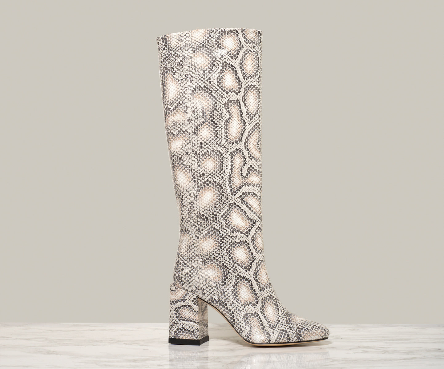 BO KNEE BOOT, Greyscale