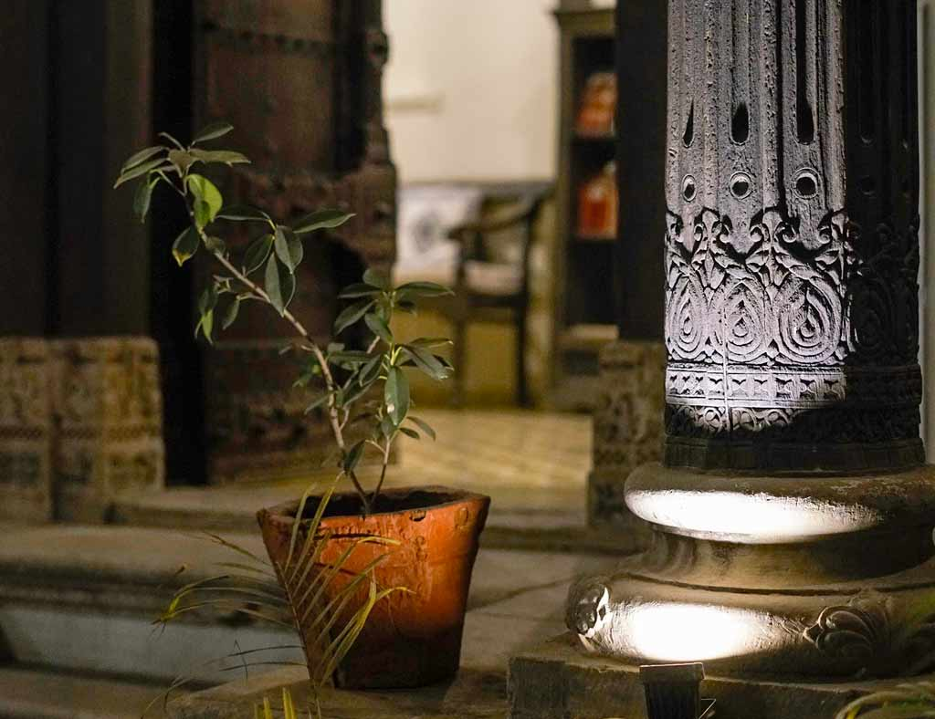Carved wooden pillar in an old house, Ahmedabad - Silk Road Gallery