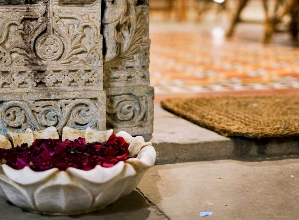 Marble bowl and flowers in Ahmedabad - Silk Road Gallery