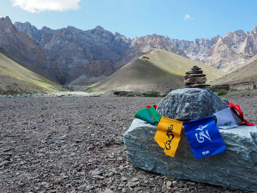 Trekking in Ladakh from Gyal to Kanji, puja below Yoma La
