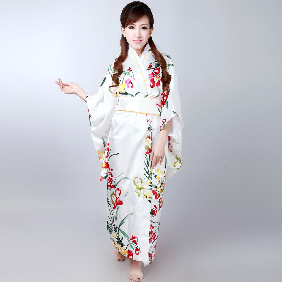 Japanese Dressing Gown: Women's Floral Traditional Japanese Kimono