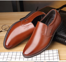 Load image into Gallery viewer, Pointed Toe Leather Flat Shoe
