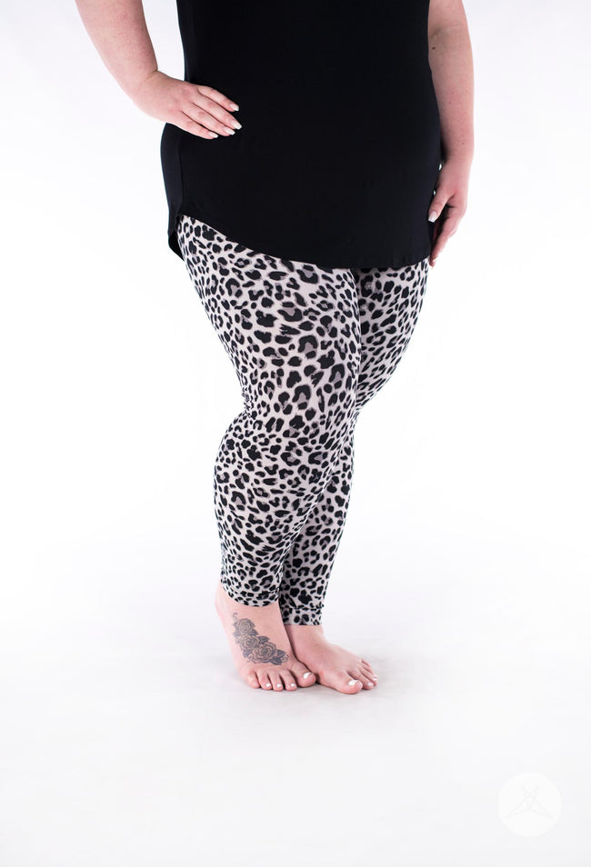 Huntress Plus leggings - SweetLegs