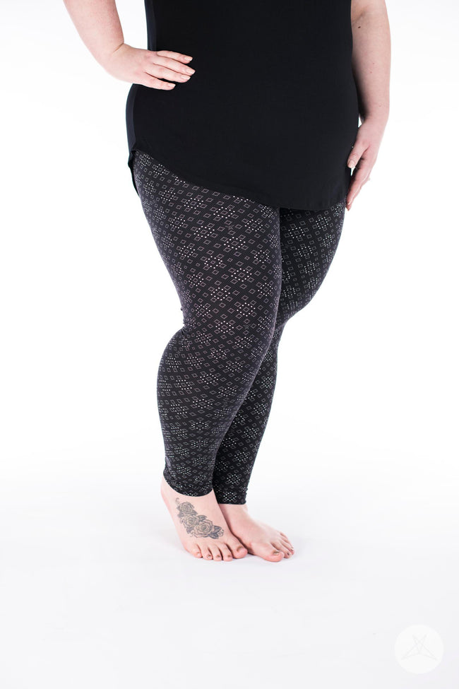 Squared Up Plus leggings - SweetLegs