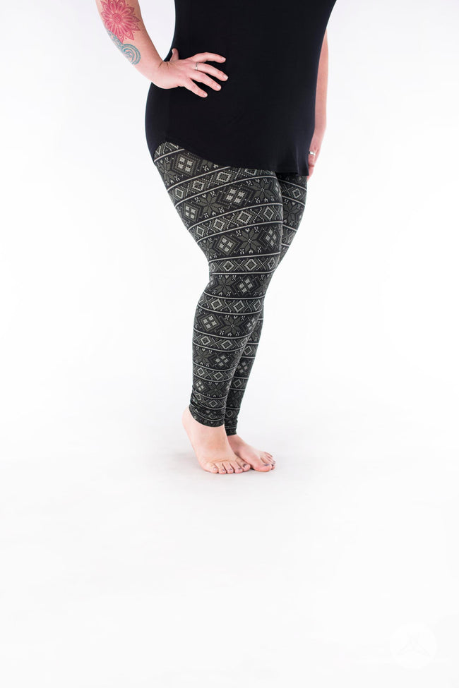 Cabin Fever Plus leggings - SweetLegs