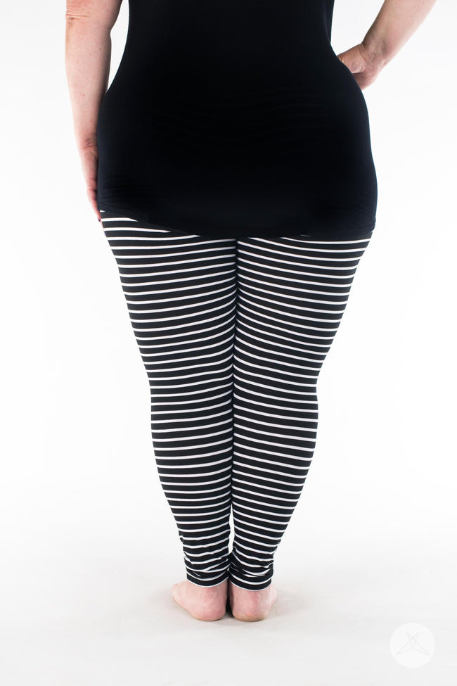 Unscripted Plus leggings - SweetLegs