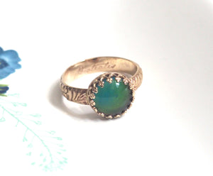 Mood Ring with Floral Band in 14kt gold Medium Round with Color Changing Stone