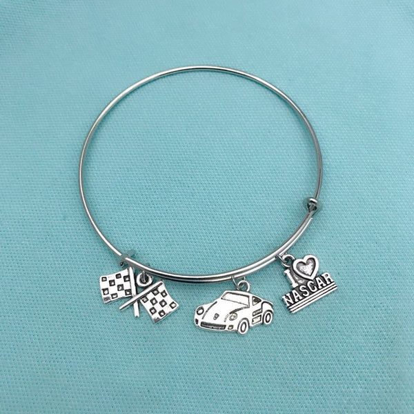 DAYTONA Nascar Lovers: Race Car, Flag and I love Nascar Charms Bangle