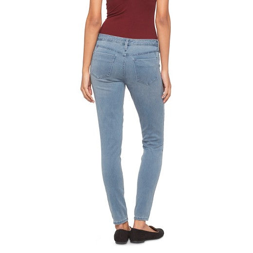 "<img src=""Mossimo.jpg"" alt=""Women's Clothing"" title=""Mid Rise Jegging""  / >"