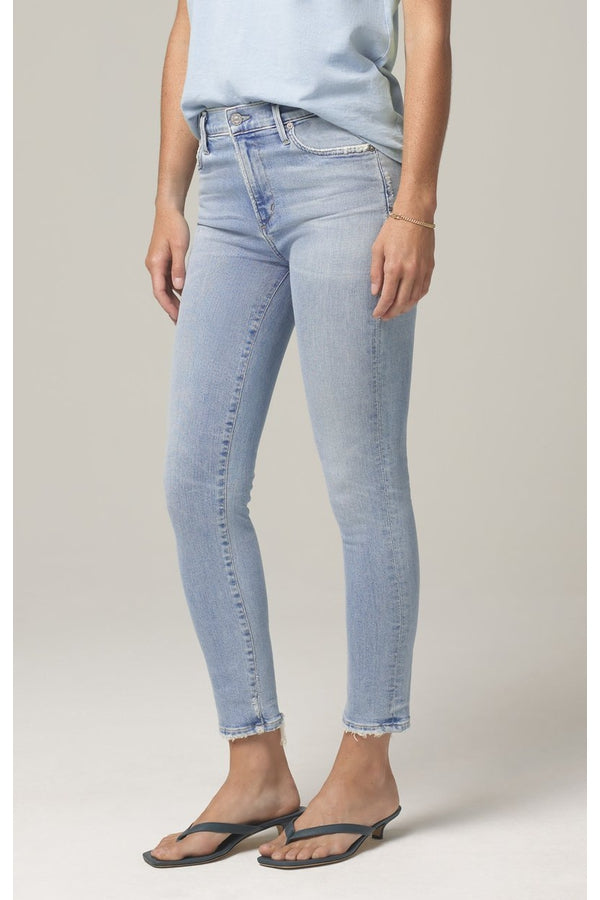 Rocket Crop Mid Rise Skinny Fit in Soft Fade