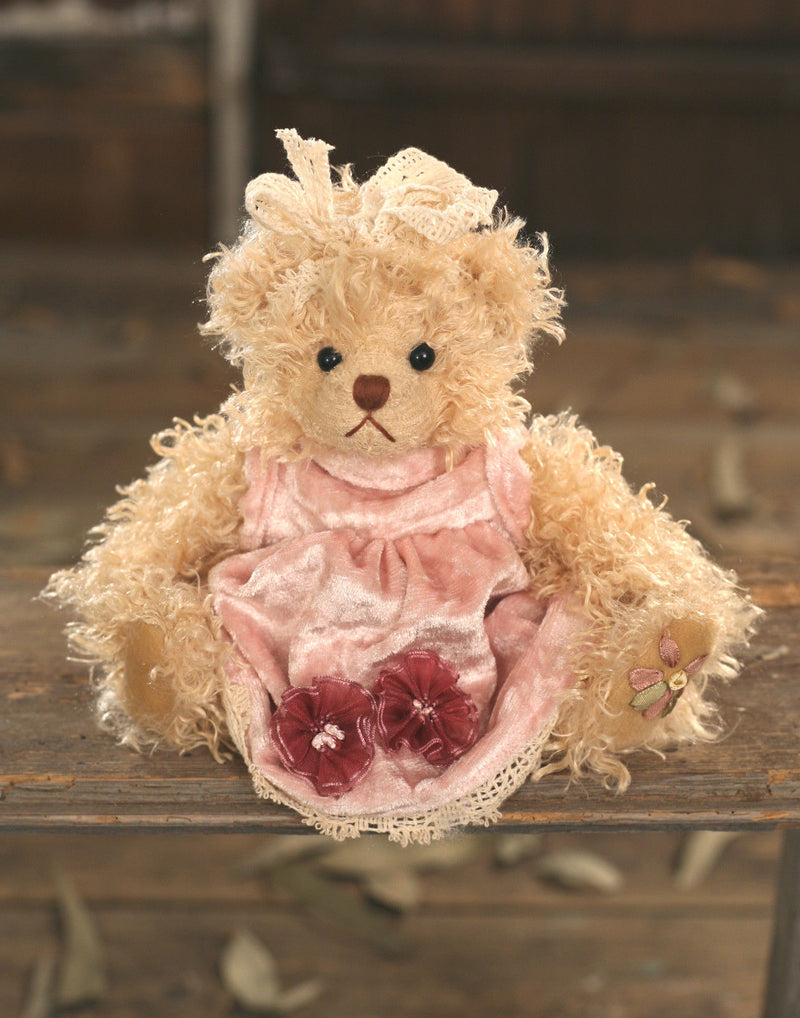 Teddy Bear 'Tia' Settler Bears Handmade Dress Collectable Gift 20cms NEW
