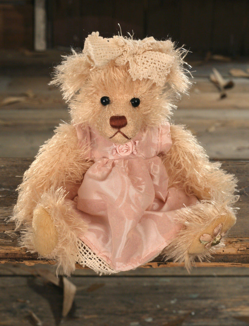 Teddy Bear 'Cathy' Settler Bears Handmade Dress Collectable Gift 20cms NEW