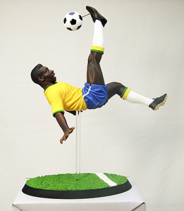 PELE SOCCER PLAYER KOTOBUKIYA 20TH CENTURY ICON SERIES LEGEND HERO FIGURE RARE