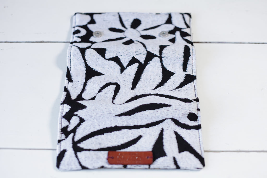 Black and white handmade wallet. Fair trade. Ethical gifts. Made in Mexico by artisans