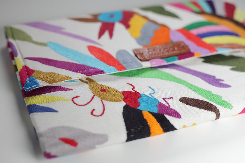 Colourful Otomi clutch bag. Handmade and Fair trade. rättvis handel. Handgjorda kuvertväska