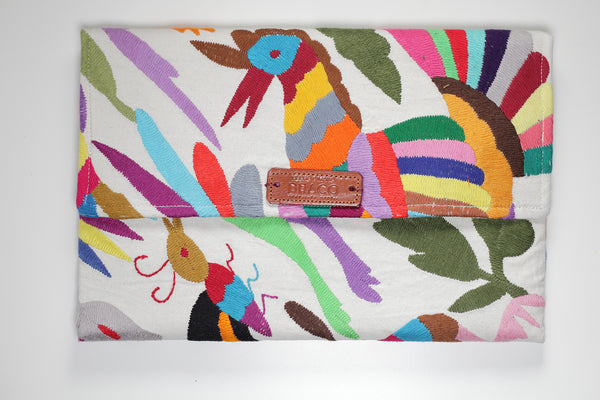 Colourful Otomi clutch bag. Handmade by artisans. Fair trade. rättvis handel. 100% Handgjorda i Mexico.