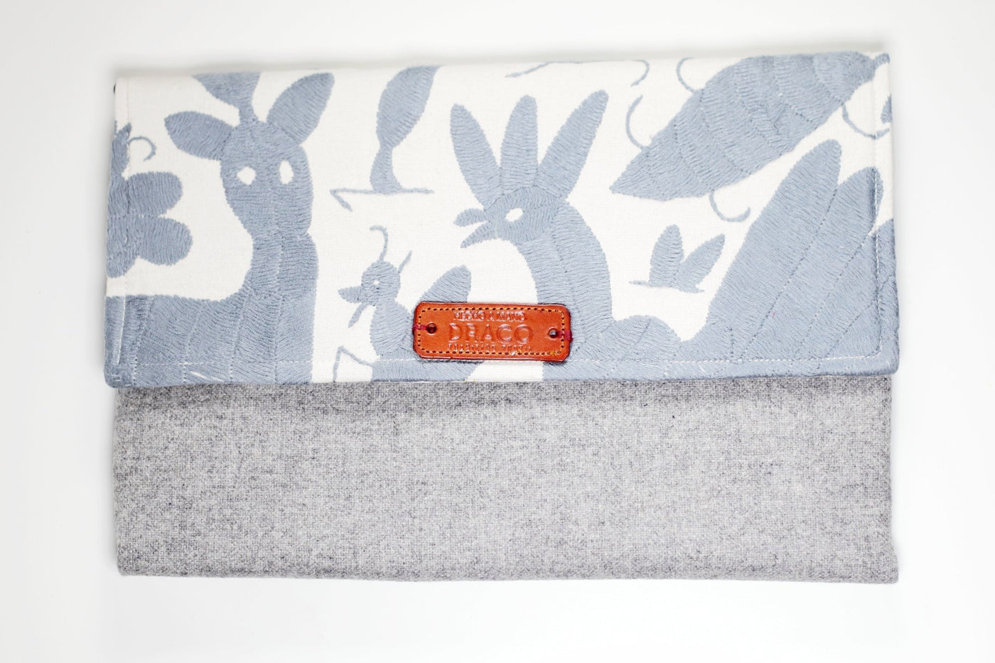 Winter grey Otomi clutch bag. Mexican fair trade handicraft. Etisk present. Mexikanska hatverk