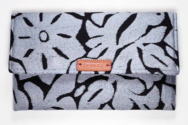 Grey clutch bag. Jalapa de diaz. Handmade by artisans. Fair trade. rättvis handel. 100% Handgjorda i Mexico.