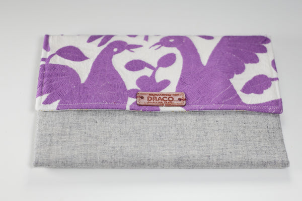 Lilac Otomi clutch bag. Handmade by artisans. Fair trade. rättvis handel. 100% Handgjorda i Mexico.