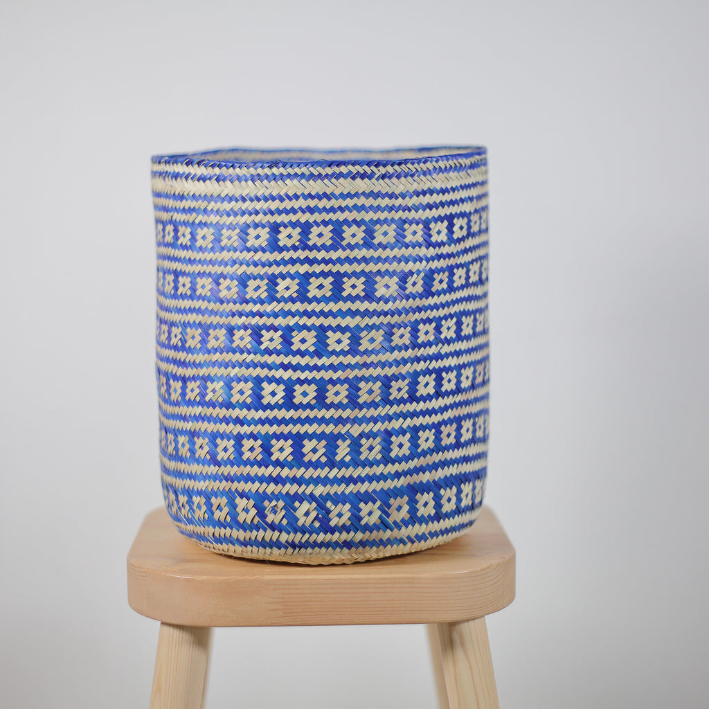 Natural palm baskets in blue, natur korg kruka, ethically made basket, etiskt producerade