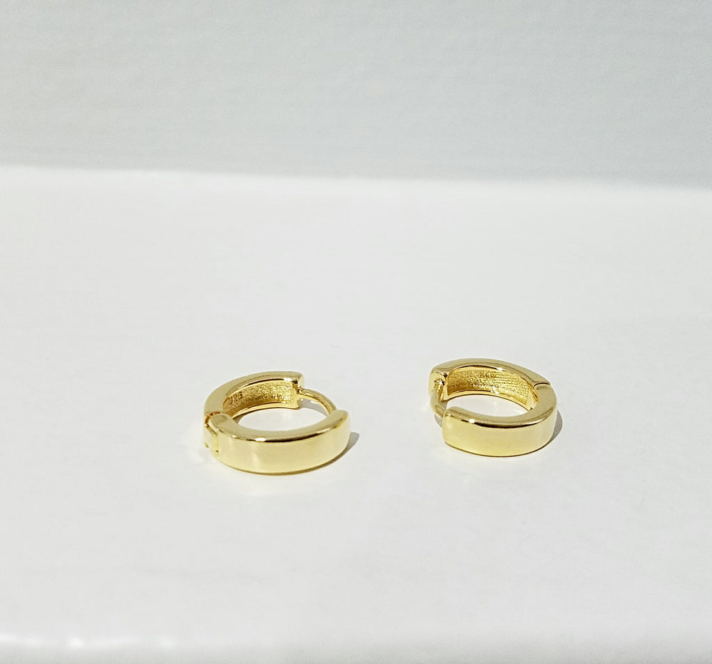thick gold huggie hoops, thick small hoop earrings, gold vermeil hoop earrings, gold plated fashion earrings, simple gold huggie hoop earrings, minimalist golden hoops, classic hoop earrings, thicker small hoops with hinge closure, fat