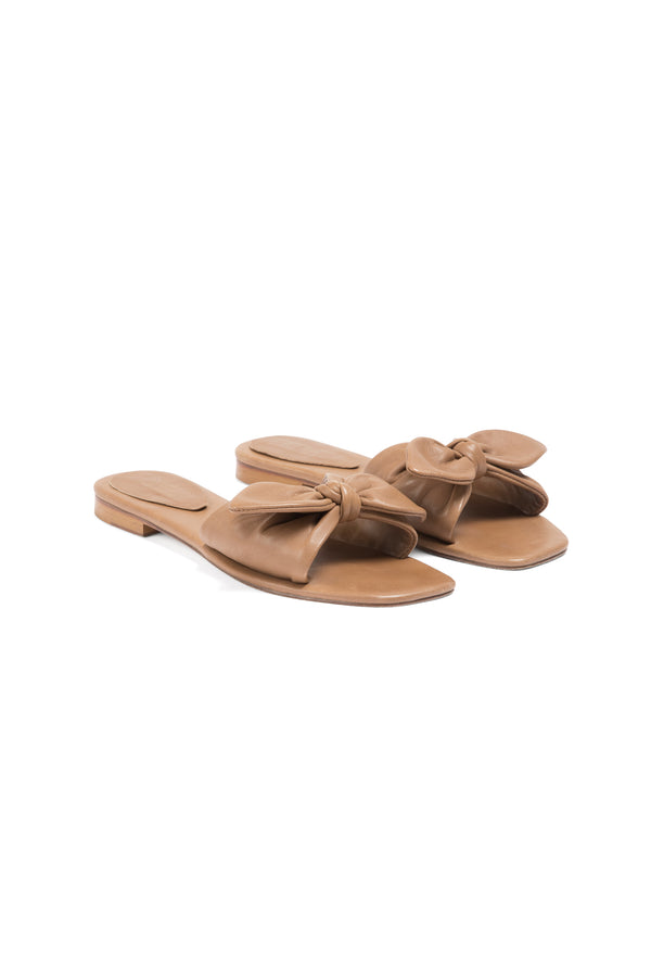 A Piedi Scalloped Bow Slide Tan
