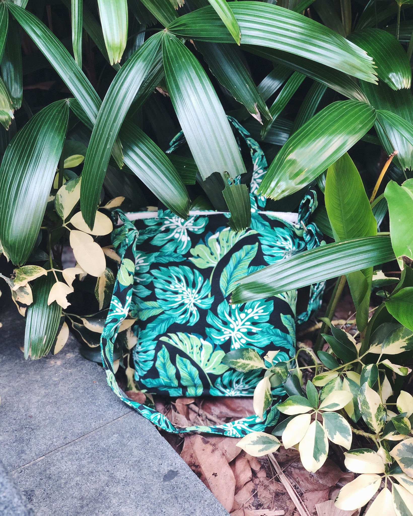Mini/Small Sling Tote - Black Fauna Monstera