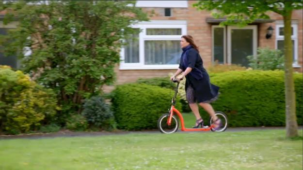 Kirstie Allsopp adult kick scooter with big wheels, urban mobility