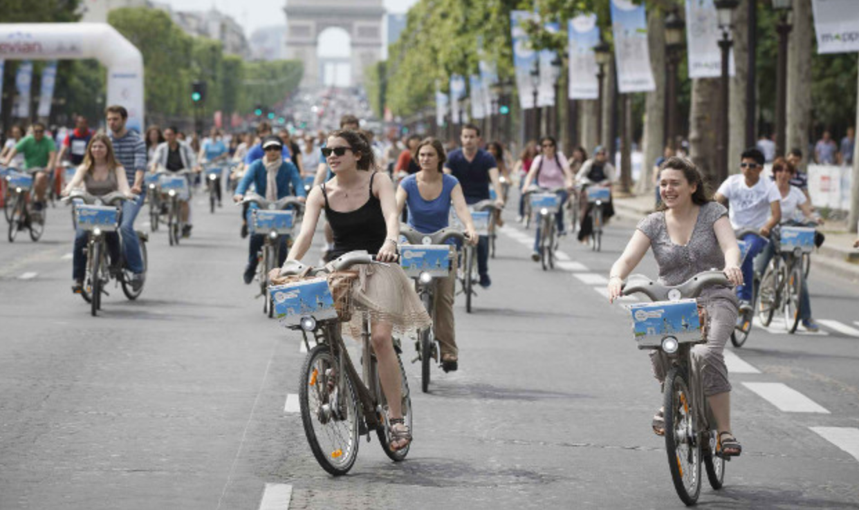 Paris on a no car day