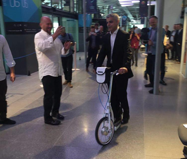 electric foldable adult scooter, sadiq khan rides e-scooter from swifty scooters