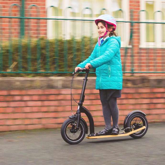 kick scooter on pavement, kids scooter on pavement legal? can my child ride a scooter on the pavement in the UK