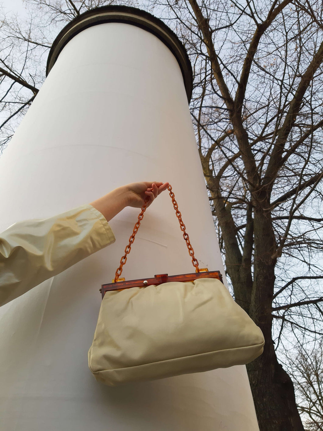 50s LUCITE CHAIN CLUTCH | leather purse:[Past out]:[vintage clothes]
