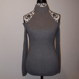 CUTOUT TURTLENECK