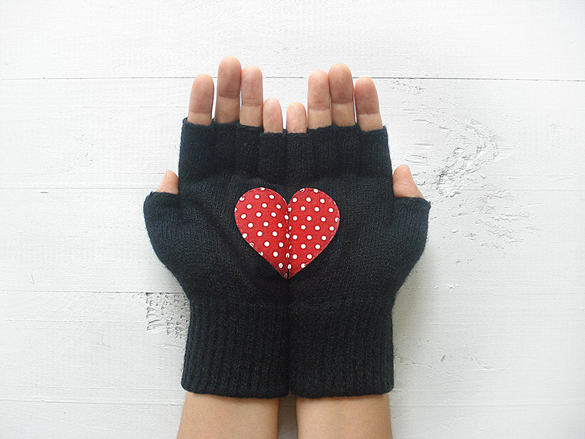 fingerless black gloves, gloves with heart