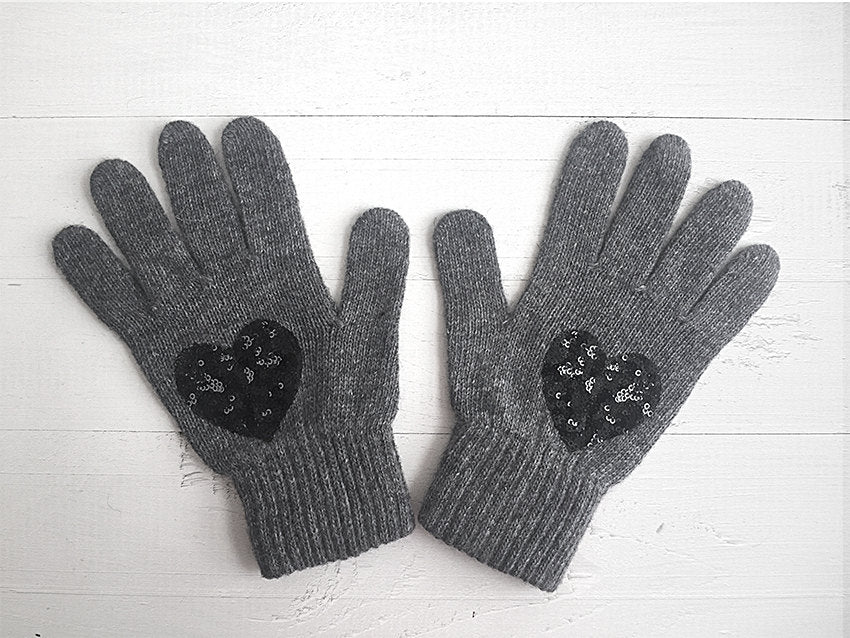 Heart Gloves / Grey / Black Sequin