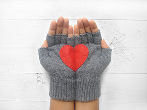 Heart Gloves / Gray / Red