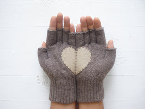 Heart Gloves / Heather Brown / Beige