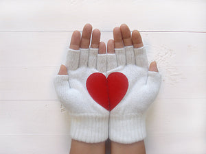 Heart Gloves / White / Red
