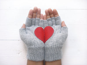 Heart Gloves / Grey / Red