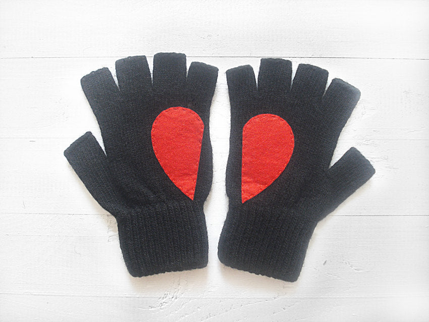Heart Gloves / Black / Red