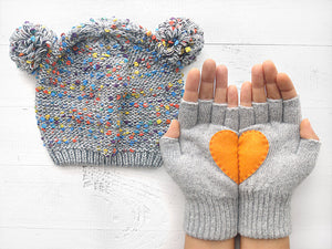 Pom Pom Beanie & Heart Gloves / Gray