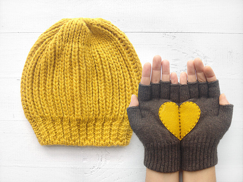 Beanie & Heart Gloves / Yellow