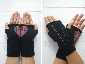Heart Hand Warmers / Black / Plaid