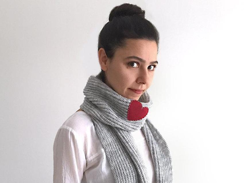 Heart Scarf / Gray